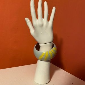 Vintage Jewelry - 1980s Unbranded Painted Wooden Bangle